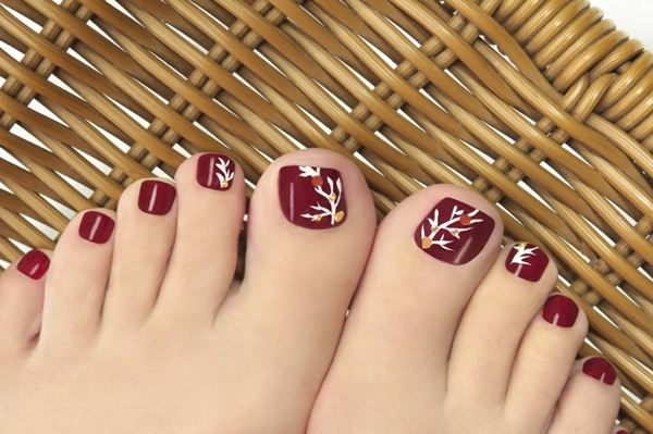 http://afing.ru/wp-content/uploads/2018/01/Red-Toe-Nails-With-Autumn-Tree-Design-Nail-Art.jpg